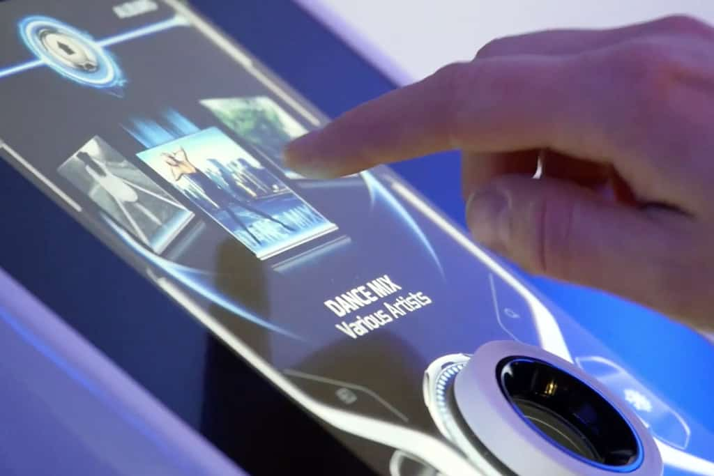 Display-Technik aus CE-Bereich revolutioniert Auto-Cockpit der Zukunft