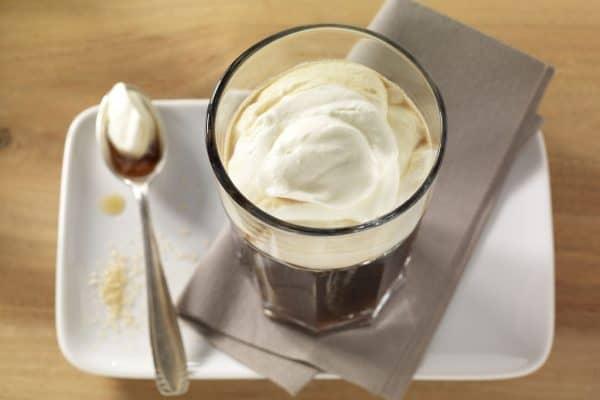 Irish Coffee - Kaffee mit Whisky und Sahne.