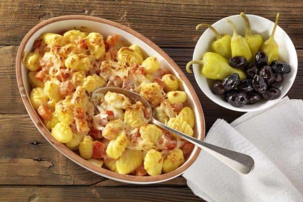 Leckeres Gericht aus der Mikrowelle: Gnocchi mit Tomatensoße.