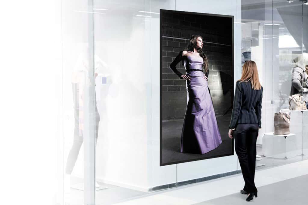Window AR Projection: Displays aus Glas sind die Zukunft.
