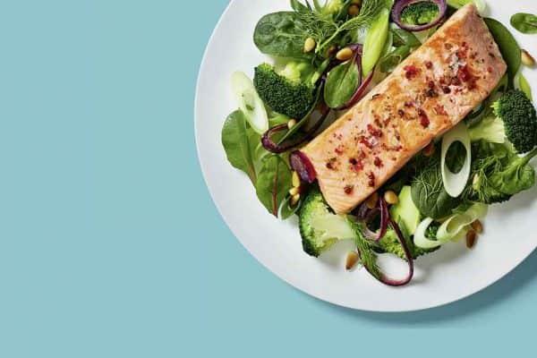Low Carb-Rezept: Lachs mit Spinat und Brokkoli