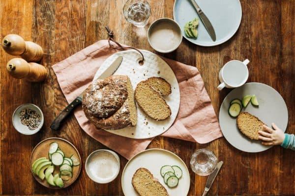 Gerichte für Kinder: saftiges Karotten-Dinkelbrot ohne Salz- und Zuckerzusatz.
