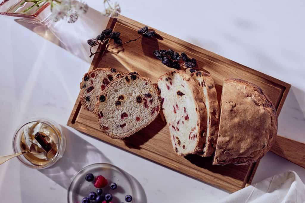 Rosinenbrot mit Cranberries.