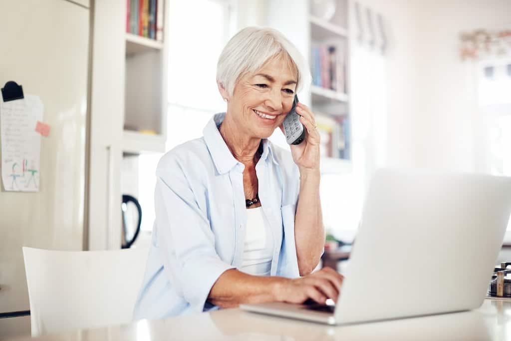 Festnetztelefon für Senioren: Schaffen Sie Nähe zu den Liebsten.