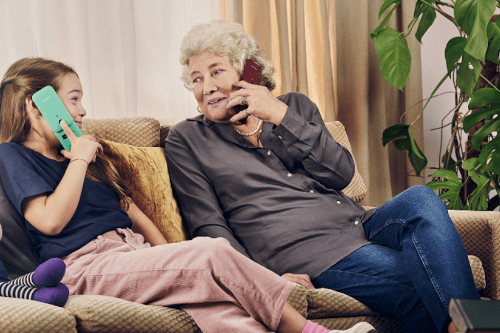 Klapphandy für Senioren: Elegant mobil erreichbar sein.