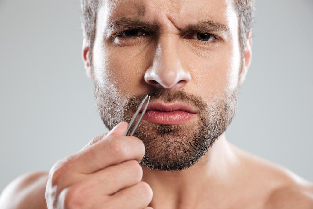 Nasenhaare richtig entfernen: Bitte nicht ausreißen.