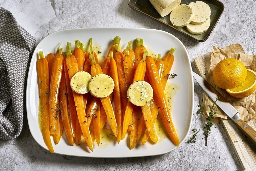 Tolle Beilagen-Idee: Bundmöhren mit Orangen-Thymian-Butter