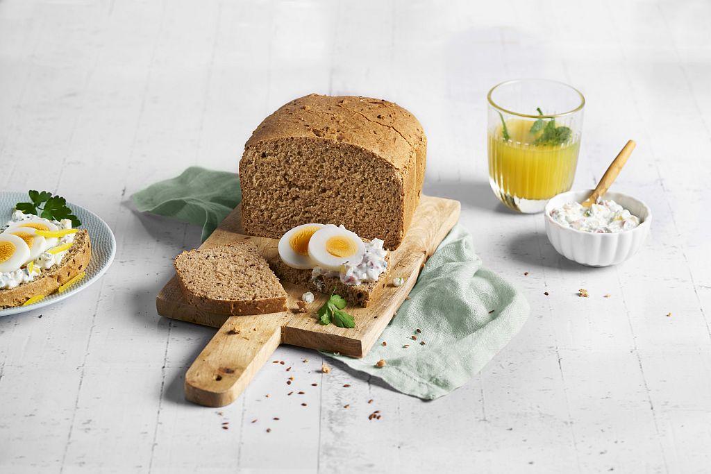 Brot aus Dinkelvollkornmehl: Leinsamen-Sesam-Brot.