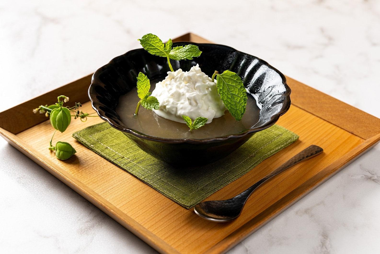 Japanisches Dessert mit Birne.